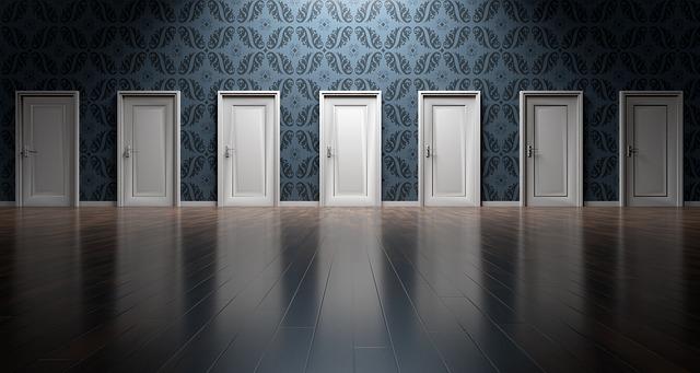 mnoho dveří